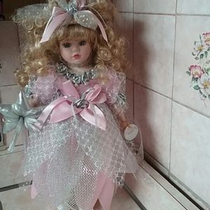 VINTAGE VICTORIAN BOWS COLLECTIONS,PORCELAIN DOLL
